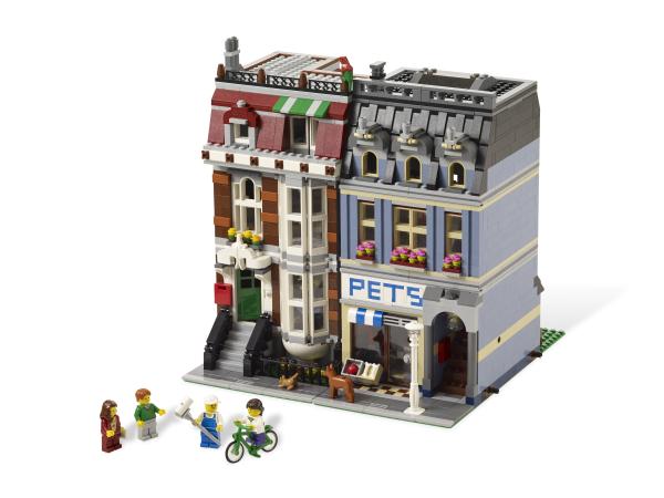 Onwijs LEGO Dierenwinkel (10218). Nu € 239,99 bij BrickFever, -60% onder WT-52