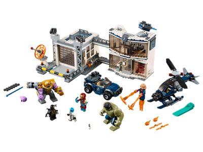 LEGO Strijd bij de basis van de Avengers (76131)